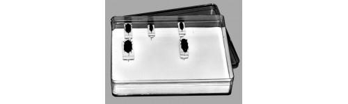 Plástico transparente, cartón y pórex (poliestireno expandido)